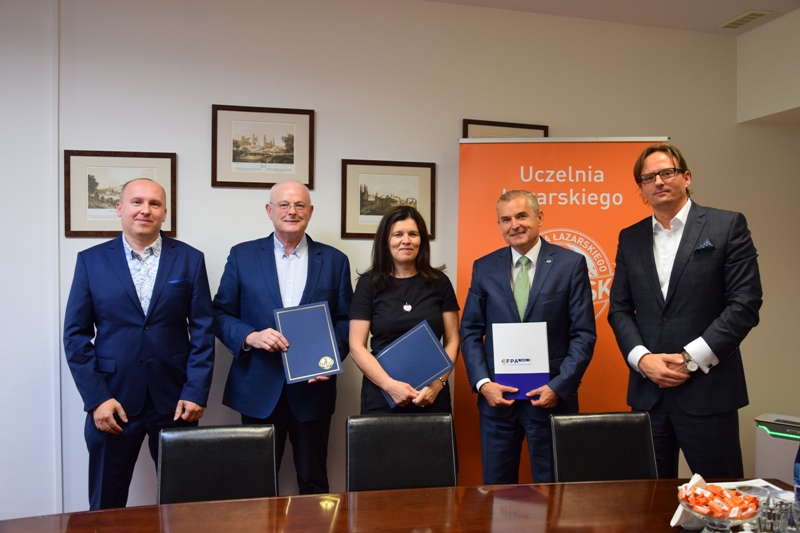Podpisanie porozumienia z Uczelnią Łazarskiego